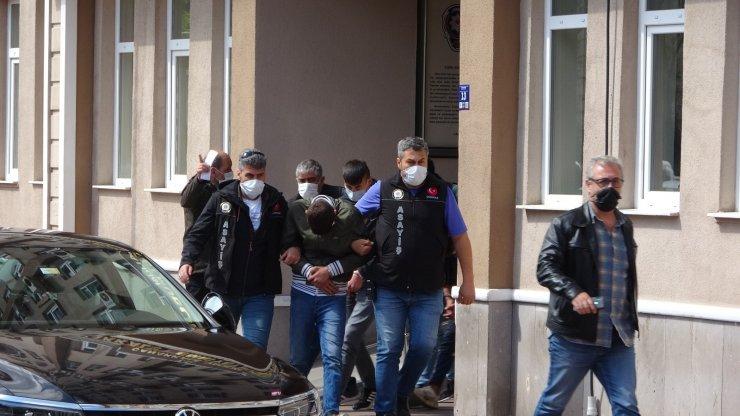 Yedieemin otoparkından araç ve motosiklet çalan 5 şüpheli yakalandı
