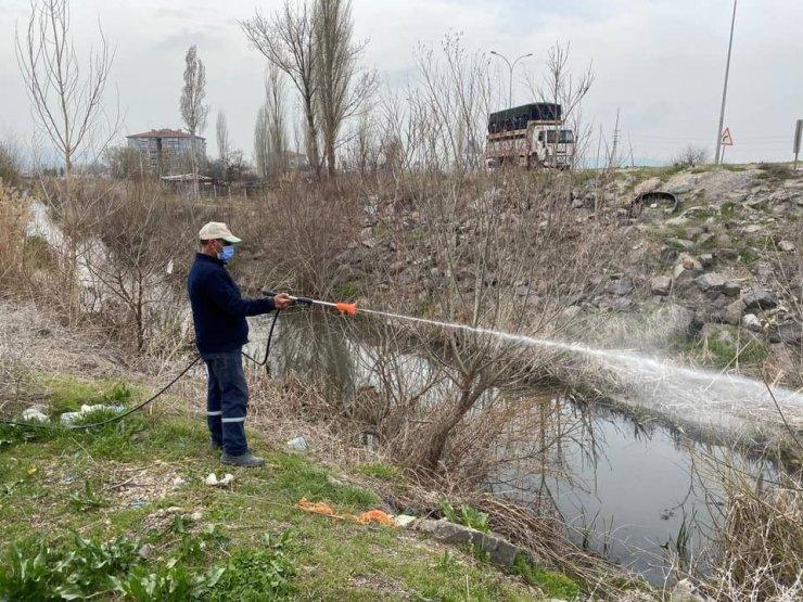 İnönü Belediyesi larva ilaçlama çalışmalarını sürdürüyor
