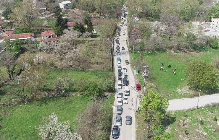 Bursa'da kısıtlama öncesi kilometrelerce kaynak suyu kuyruğu