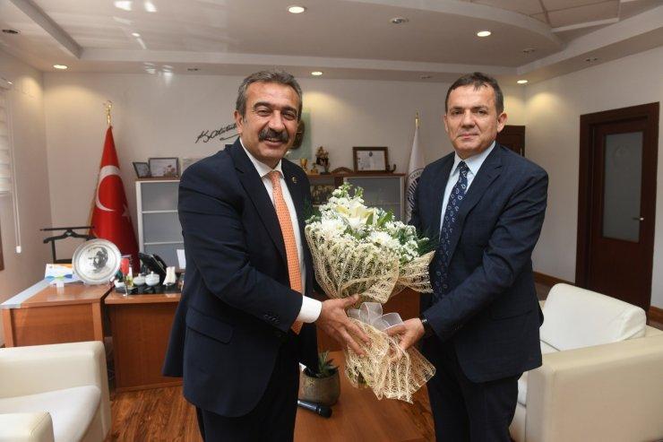 """Özyiğit: """"Soner Çetin'in belediyecilikteki başarıları bizlere örnek oluyor"""""""