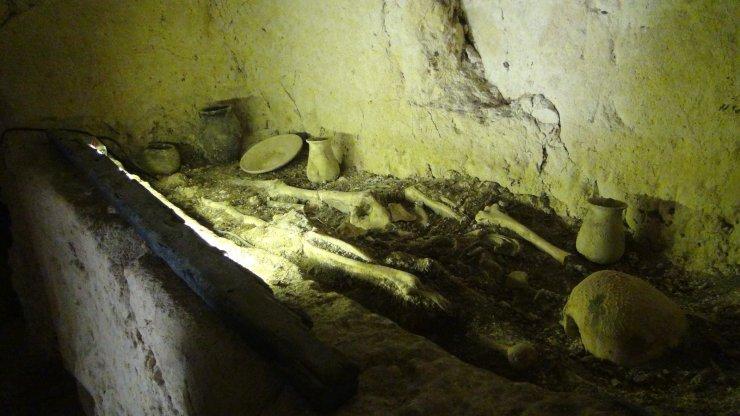 Şanlıurfa'da 2 bin yıllık tarihi kaya mezarları ziyarete açıldı
