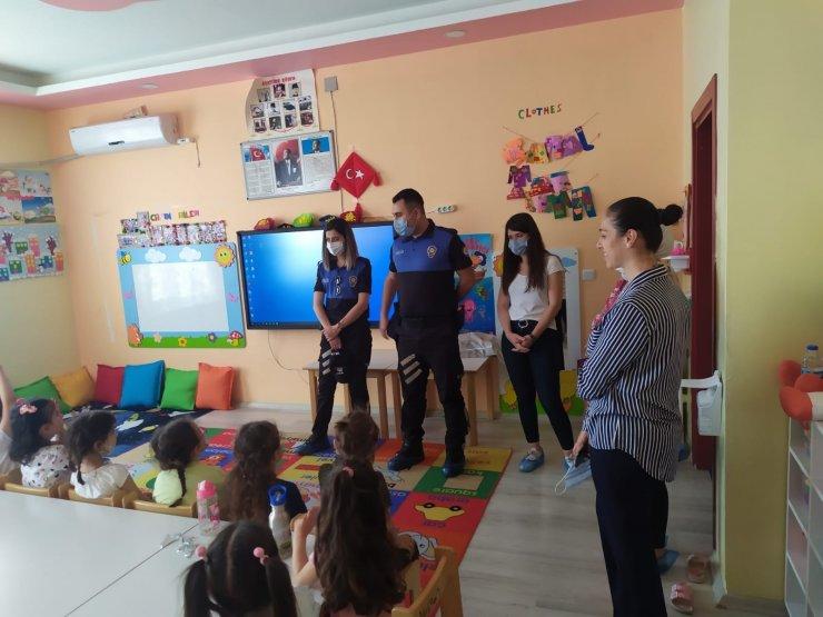 Cizre'de polis, minik öğrencilere mesleği tanıttı