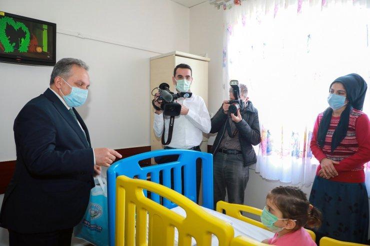Başkan Yalçın'dan hasta çocuklara sürpriz