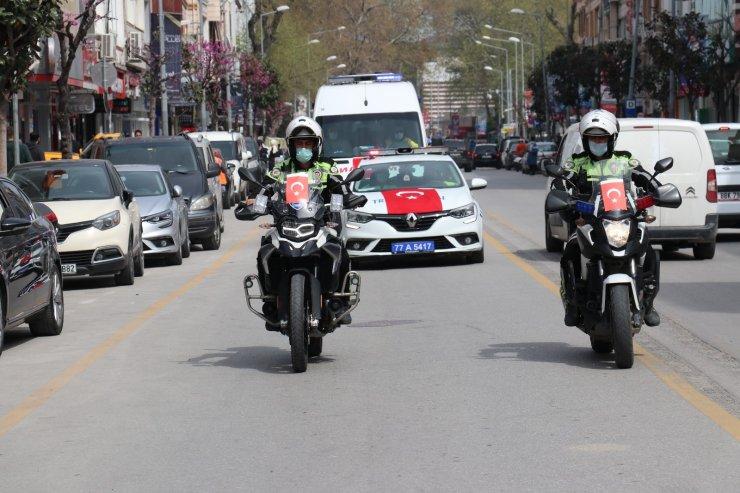 Yalova'da polis, jandarma ve belediye araçlarından 23 Nisan konvoyu yaptı