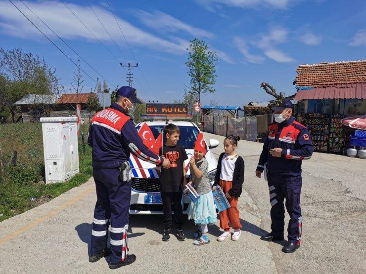 Atakum Jandarma çocukların bayramını kutladı
