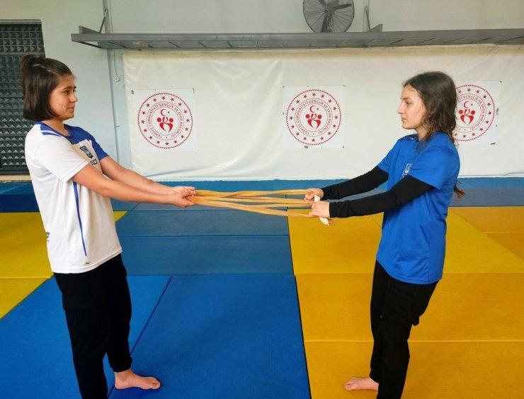 Yunusemreli judocular tempo düşürmüyor