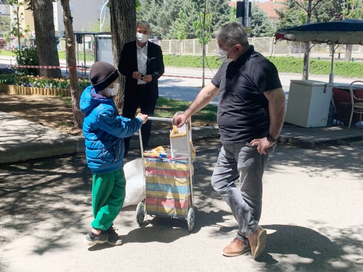 Başkan Aşgın, 8 yaşındaki Iraklı Abdullah'ı sevindirdi