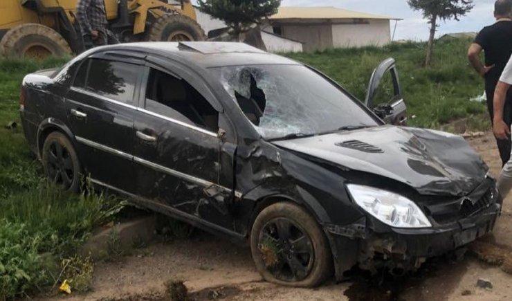 Bingöl'de otomobil yayalara çarptı: 1 ölü, 2 yaralı