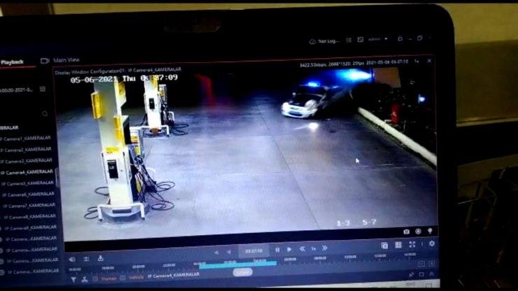 Kovalamacada kaçan aracın polis otosuna çarpma anının kamera görüntüleri ortaya çıktı