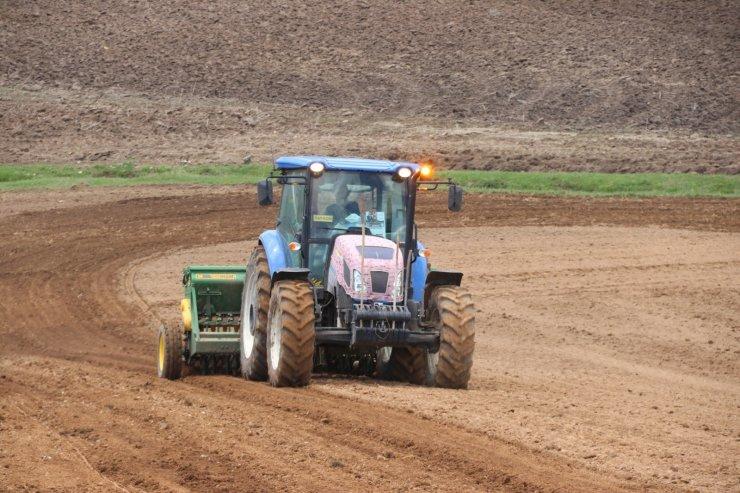 Çaldıran Belediyesinden çiftçilere tohum ve gübre desteği