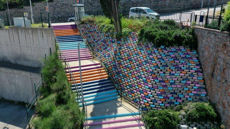 Merdivenler renklendi
