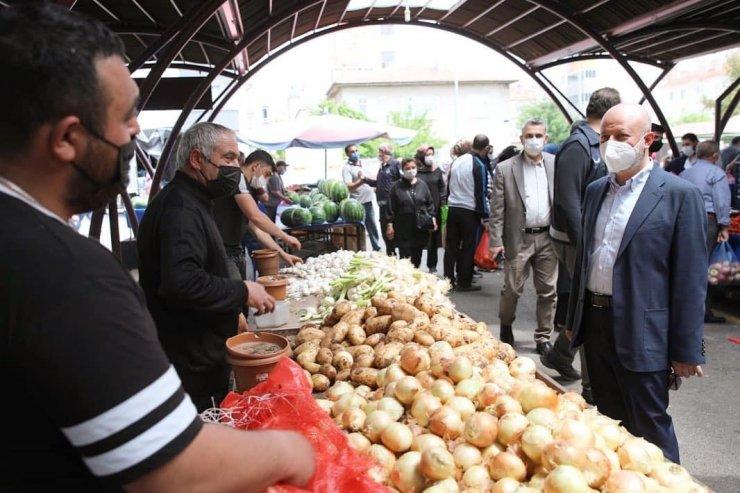 Başkan Çolakbayrakdar Kocasinan'ın 10 farklı noktasında pazar yerini denetledi