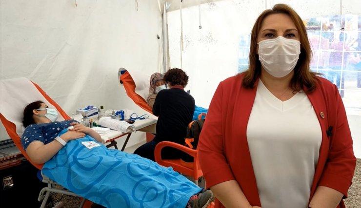 """""""Kan stokları kritik seviyede"""" denildi, kadınlar bu kez kan bağışı günü düzenledi"""