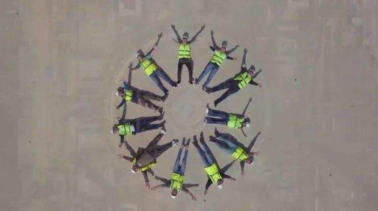 Akkuyu NGS çalışanları, Rusça şarkıya klip çekip Türkiye'ye armağan etti