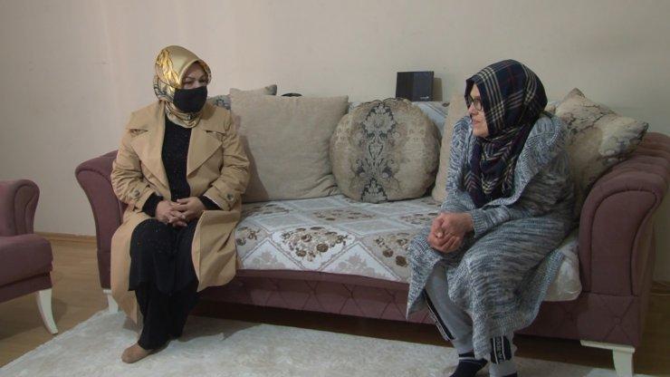 Başkan Şeyma Döğücü engelli anneyi evinde ziyaret etti