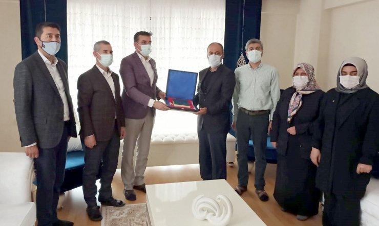 Şehit Semih Özbey'in Annesi Sadiye Özbey'e Anneler günü özel ziyareti