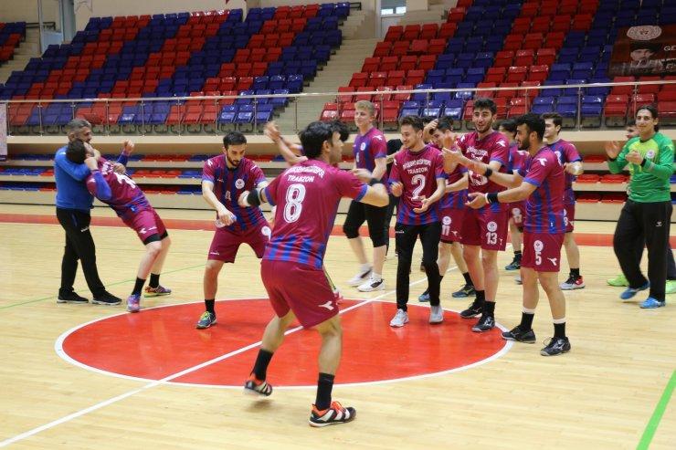 Karadeniz ekibi Erkekler Hentbol Süper Ligi'ne yükselmeyi kolbastı ile kutladı