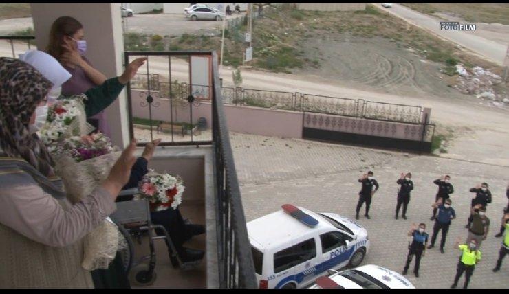 Van polisinden Anneler Günü etkinliği