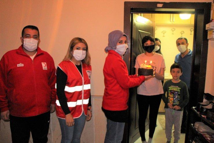 Kızılay'dan kanser tedavisi gören genç kıza doğum günü sürprizi