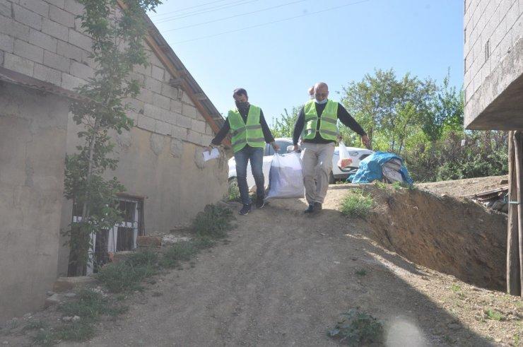 Yüksekova İlim Yayma Cemiyeti şubesinden 300 aileye gıda yardımı