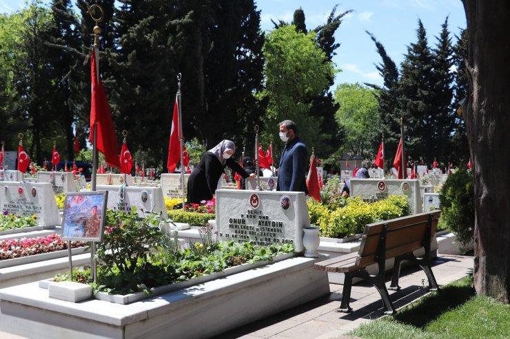 Edirnekapı Şehitliği'nde hüzünlü bayram ziyareti