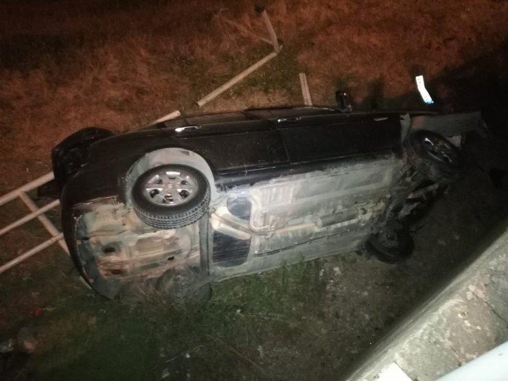 Çarptığı bariyeri yıkan otomobil uçuruma yuvarlandı: 1 yaralı