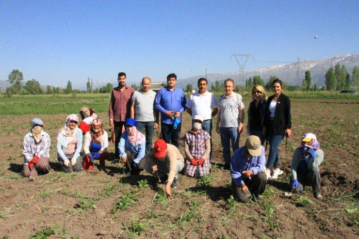 Türkiye Değişim Partisi Genel Başkan Yardımcısı Adnan Delikurt çiftçilerle bir araya geldi
