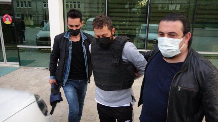 Samsun'da silahlı çatışmada 1 kişiyi öldüren şahıs çelik yelekle cezaevine götürüldü