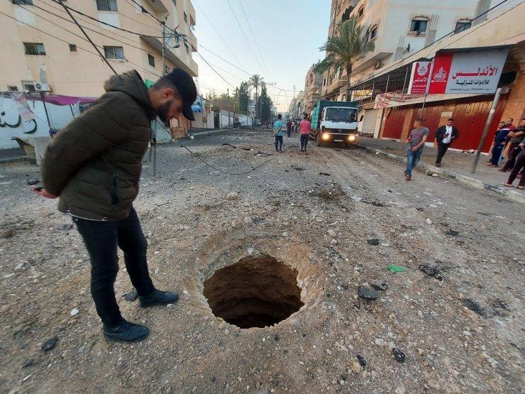 Gazze'de 40 cadde ve kavşak hava saldırıları sonucu kullanılamaz hale geldi