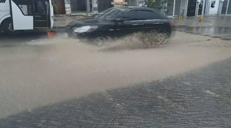 Kapanmanın son gününde sokaklar yağmurla yıkandı