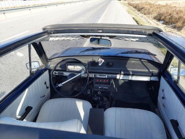 Klasik otomobil tutkusunu gerçeğine binerek sürdürüyor
