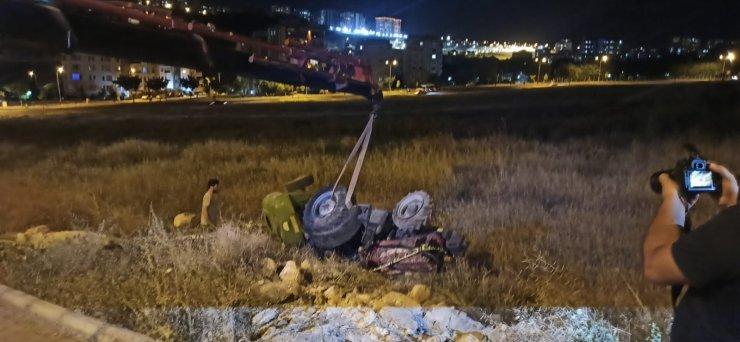 Şanlıurfa'da traktör şarampole devrildi: 1 ölü, 1 yaralı