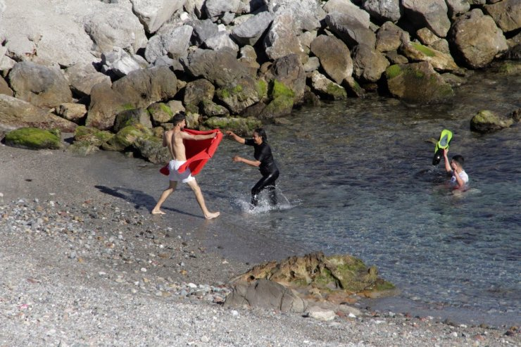 Ceuta'ya (Sebte) en az 5 bin Faslı göçmen giriş yaptı