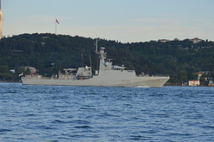 İngiliz Savaş Gemisi 'HMS Trent' İstanbul Boğazı'ndan geçti
