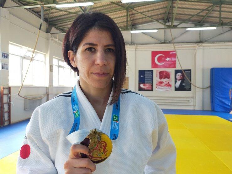 Yüzde 90 görme engelli Ecem Taşın, judo ile engelleri kaldırdı