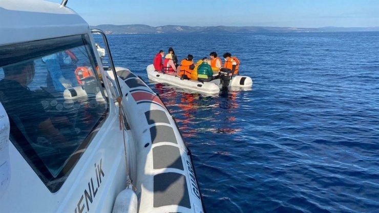 Ayvalık'ta 12 düzensiz göçmen kurtarıldı