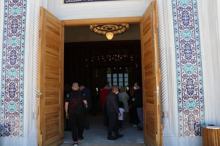 Erdoğan'ın açtığı Uzun Mehmet Camii'ne ziyaretçi akını