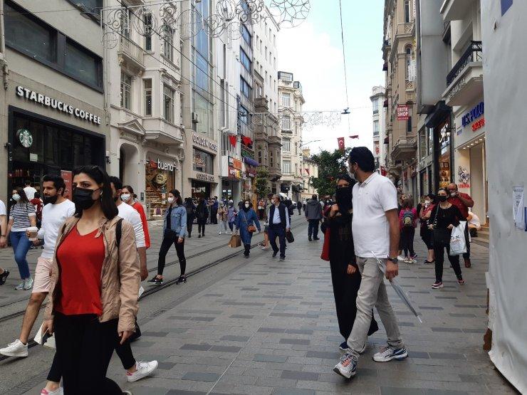 İstiklal Caddesi'nde kısıtlamasız ilk Cumartesi yoğunluğu