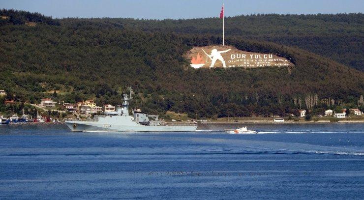 İngiliz savaş gemisi 'HMS Trent' Çanakkale Boğazı'ndan geçti