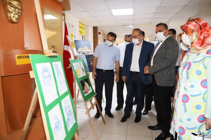 Kahta'da yıl sonu sergisi düzenlendi