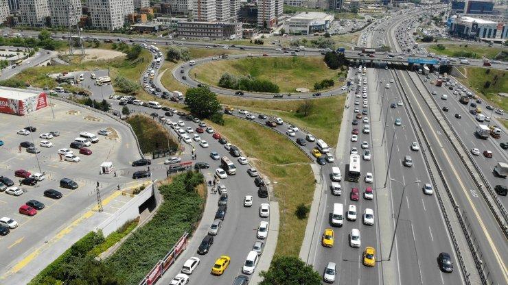 Haftalar sonra kısıtlamasız ilk cumartesi günü İstanbullular sokağa akın etti