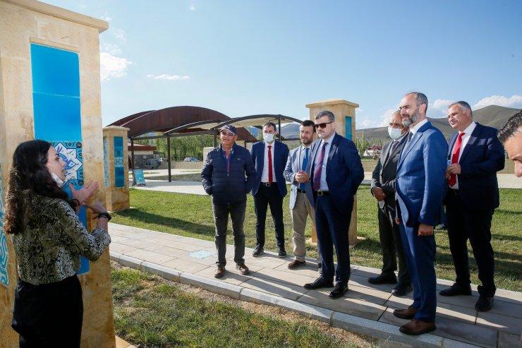 Rektör Türkmen, Gençlik ve Spor Bakanlığı ve Gazi Üniversitesi heyetleri ile birlikte Kenan Yavuz Etnografya Müzesini ziyaret etti