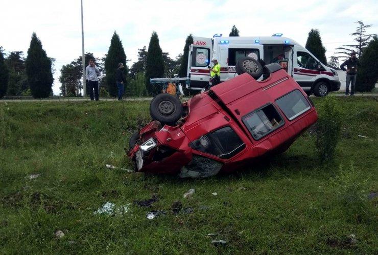 Samsun'da minibüs takla attı: 1 yaralı