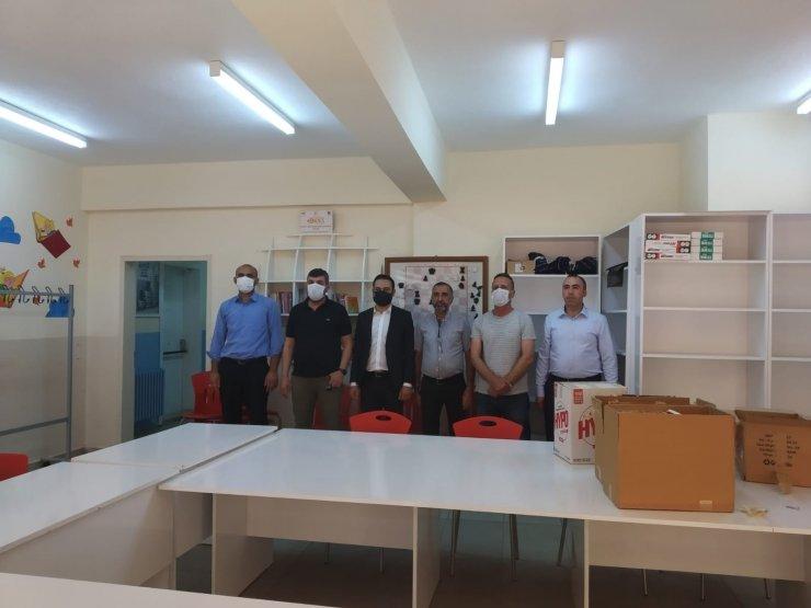 Yazar Sinanoğlu öncülük etti, Diyarbakır'daki kütüphanelerin ihtiyaçları gideriliyor
