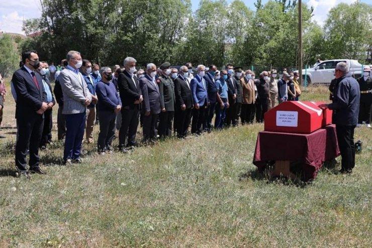 Kore Gazisi, 23 yıl önce kendisi için hazırladığı köy mezarlığına defnedildi