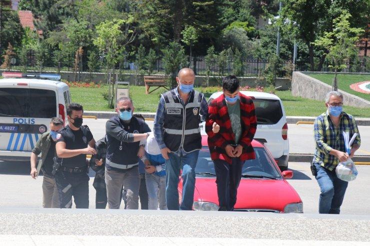 Bolu'da silahlı gasp yapan 3 kişi adliyeye sevk edildi