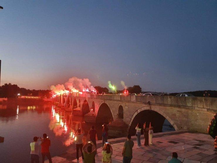 Edirneli taraftarlar Beşiktaş'ın şampiyonluğunu kutladı