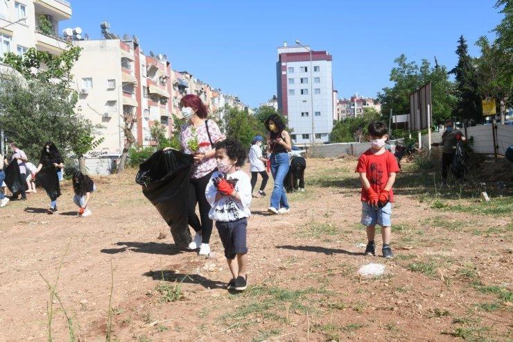 Mersin'de gönüllüler çevre temizliği yaptı