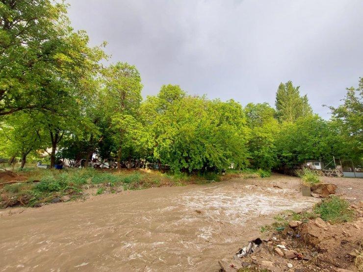 Nevşehir'de sağanak yağış sele neden oldu