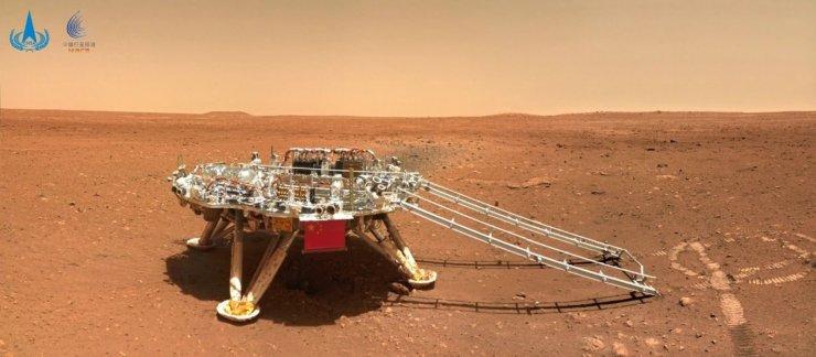 Çin'in Mars keşif aracı Zhurong, Kızıl Gezegen'den fotoğraf gönderdi